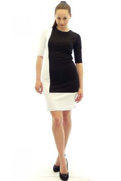 Dress in two colors with 3/4 sleeves. The dress is with round neckline.