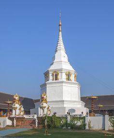 2013 Photograph, Wat Yang Kuang Phra Chedi, Tambon Haiya, Mueang Chiang Mai District, Chiang Mai Province, Thailand, © 2014.  ภาพถ่าย ๒๕๕๖ วัดยางกวง พระเจดีย์ ตำบลหายยา เมืองเชียงใหม่ จังหวัดเชียงใหม่ ประเทศไทย