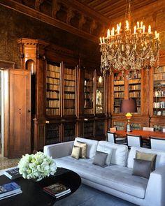 """Chandelier Extravaganza ✨ #italy #beautifuldestination #amanhotelvenice #16thcenturypalazzo #GrandCanal #Tiepolofrescoes #leatherwall #library…"""