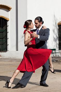Argentine couple dancing tango in Buenos Aires Tango Dancers, Ballet Dancers, Ballroom Dance Dresses, Ballroom Dancing, Shall We Dance, Just Dance, Poses, Everybody Dance Now, Tango Dress