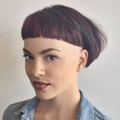 You might think a bowl cut is out, but that is quite untrue. See these super cute and trendy ideas for bowl haircuts. Bowl Haircut Women, Mushroom Haircut, Bowl Haircuts, Vibrant Hair Colors, Sideburns, Short Fringe, Edgy Hair, Bowl Cut, Short Haircut