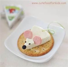 cheese and crackers for kid's snack time. how stinkin' cute!