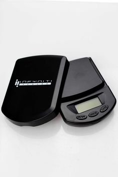 CAPACITY : 60 g Accuracy : g Power : 2 x AAA Batteries Tare Rage : Tare full capacity Auto off : 60 Seconds Size : x x mm Weight : 73 g Tray Size : 51 x 46 mm Stain gauge precision technology With Black Light - Low Battery Indication Full Capacity, Digital Scale, Thrifting, Rage, Technology, Black, Tech, Black People, Tecnologia