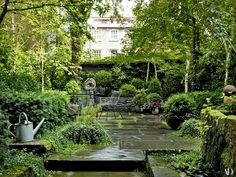 A Look Inside Julianne Moore's Home Photos | In the sawyer | Berson–designed garden, an Alma Allen sculpture stands amid the boxwood.