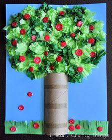 Pommier 1re année: Peinturer en brun le tronc. Utiliser du papier de soie rouge pour faire les pommes.