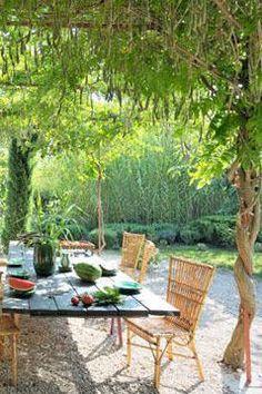 Une terrasse dans un nid de verdure
