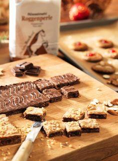 Gefüllter Lebkuchen Butcher Block Cutting Board, Cookies, Desserts, Christmas, Food, Biscuits, Chocolate, Ginger Beard, Bakken