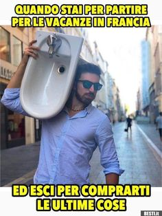 Le vacanze in Francia | BESTI.it - immagini divertenti, foto, barzellette, video Funny Video Memes, Funny Jokes, Funny Images, Funny Photos, Italian Memes, Funny Test, Funny Messages, Bad Timing, Funny Moments