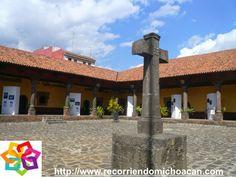 MICHOACÁN  te comenta sobre la Huatápera, fue uno de los edificios fundado por Fray Juan de San Miguel, en el cual se les catequizaba a los indígenas y se les curaba sus enfermedades ya que era usado también como hospital, los materiales con los que está construido son piedra volcánica, madera, tejamanil y cantera. HOTEL ZIRAHUEN http://www.hzirahuen.com/