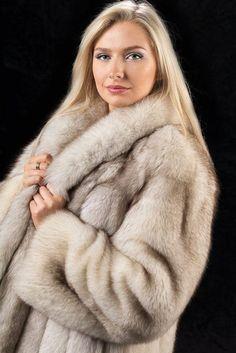 Fox Fur Coat, Fur Coats, Fur Coat Fashion, Women's Fashion, Fashion Guide, Fabulous Fox, Sheepskin Coat, Most Beautiful Faces, White Fur