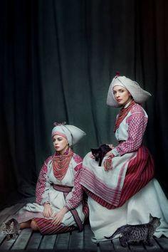 "Presentation of ""Shchyri"" project: 15 famous Ukrainian beauties in traditional Ukrainian costumes"