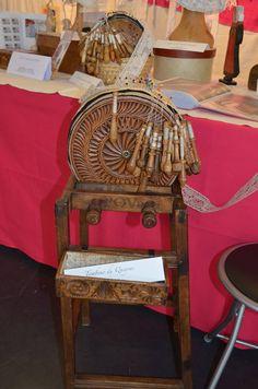 samedi 7 juin très sympathique et intéressant couvige a Bourg-en-Bresse. type of pillow used for freehand lace.