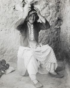 Lawrence dressed as his friend Dahoum during his archeological expeditions in Carchemish. Modern History, British History, Seven Pillars Of Wisdom, Arab Revolt, Clouds Hill, Gertrude Bell, Tatiana Romanov, David Lean, Ww1 Soldiers