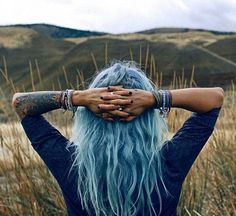 So, what do you guys think about girls with unatural dyed hair? Pelo Color Azul, Coloured Hair, Pastel Hair, Teal Hair, Green Hair, About Hair, True Words, Tattoo Images, Hair Goals