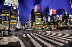 Tokyo comes to life at night. The best places to experience nightlife in Tokyo are Shinjuku, Shibuya, Ginza, Roppongi and Tokyo Tower. Time Travel, Places To Travel, Travel Destinations, Places To Visit, Tokyo Ville, Beautiful World, Beautiful Places, Wonderful Places, Tokyo City