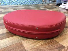 Процесс изготовления новых подушек для стульев