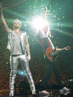 Susan~WALL_out_H8 @susansporran     Love this picture I got of @DrBrianMay and adamlambert from Las Vegas