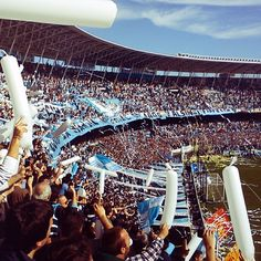 """En el """"Cilindro de Avellaneda"""", Clásico Racing vs Independiente Club, Wall Collage, Wanderlust, Racing, Football, River, Adventure, Ideas, World Football"""