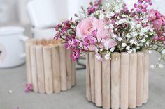 In dieser DIY-Anleitung zeige ich euch, wie man aus einem alten Glas eine schöne Holz-Vase schnell und einfach selber machen kann. DIY Vase aus Holz selber machen