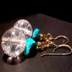 ΧΕΙΡΟΠΟΙΗΤΑ ΣΚΟΥΛΑΡΙΚΙΑ ΛΕΥΚΟΣ ΧΑΛΑΖΙΑΣ ΤΥΡΚΟΥΑΖ (SK111) Crystal Earrings, Stud Earrings, Earrings Handmade, Handmade Jewelry, Handmade Silver, Quartz Crystal, Turquoise, Crystals, Pepper