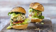 This turkey burgers is yummy and a quick, healthy alternative to a classic hamburger!