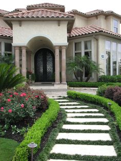 GARDEN cement and interlocking brick walkway t ohome entrance, low ...