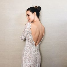 long sleeves :heavy_check_mark: lace :heavy_check_mark: low back :heavy_check_mark: | @florabridal | #nybfw | photo by: @alisonvagniniweddings for a&bé bridal shops