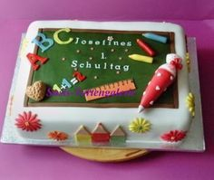 Board for school enrollment Motivtorte Photos Forum - Schulanfang Back To School Party, 1st Day Of School, Cake Topper Tutorial, Fondant Tutorial, School Cake, School Gifts, Teacher Cakes, School Enrollment, Edible Printing