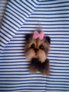 Украшение Йорк терьер  на футболки, платье и конечно для своего любимца щенка Yarn Animals, Needle Felted Animals, Fuzzy Felt, Wool Felt, Felted Wool, Felt Crafts Patterns, 3d Figures, Needle Felting Tutorials, Felt Dogs