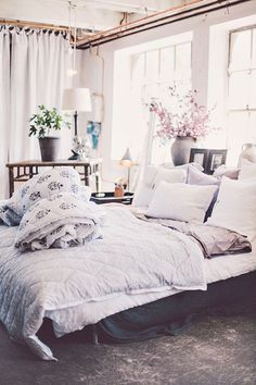 Among the several styles of bed room decoration, modern designs have drawn large attention. They normally come with sleek, simple, yet clean impression. Home Bedroom, Bedroom Decor, Bedroom Ideas, Airy Bedroom, Floral Bedroom, Summer Bedroom, Pretty Bedroom, Bedroom Inspo, Bedroom Colors