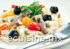 SPAGHETTI CON SALMÓN AHUMADO Pasta con una preparación cremosa de salmón ahumado con alcaparras, al vodka.  http://ecuisine.mx/recipe.php?id=470