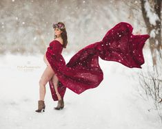 The photographer and mom-to-be waited for the first big snow storm to catch this epic maternity photo.