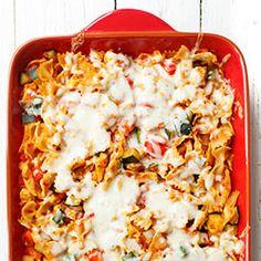 Zapiekanka makaronowa z kurczakiem, warzywami - cukinią, cebulą i papryką, oraz serem mozzarella. Prosta zapiekanka makaronowa z kurczakiem. Easy Dinner Recipes, Pasta Recipes, Snack Recipes, Healthy Recipes, Healthy Food, Recipes From Heaven, Meals For One, Italian Recipes, Meal Prep