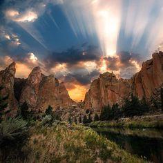 Breathtaking Smith Rock State Park, Oregon | Photo by Nick Lake