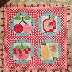 Farm Girl Vintage book by Lori Holt Cute Quilts, Small Quilts, Mini Quilts, Picnic Quilt, Farm Quilt, Quilting Projects, Quilting Designs, Bright Quilts, Fall Sewing