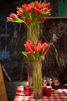 We love the idea of a bright red tulip arrangement paired with a plaid picnic table for a laid-back afternoon rehearsal dinner.