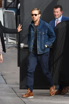 Ryan Gosling Just Presented You With The Perfect Autumn OutfitEsquire Uk Rugged Style, Style Casual, Men Casual, Fall Outfits For Teen Girls, Winter Outfits Men, Fall Outfits For Work, Estilo Ryan Gosling, Ryan Gosling Style, Ryan Gosling Fashion
