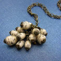 Catena lunga collana con carta riciclata perlina di studioRenee