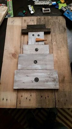 Wood pallet snowman