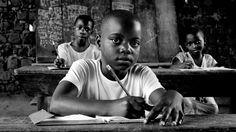 """""""Emito, emito…Children of Earth"""" del fotógrafo Peter Bauza .Las fotografías, de un viaje por Uganda con curadoría de Virginia Fabri, forman una muestra intensa y admirable que nos invita a una profunda reflexión ¿Se puede encontrar belleza y dignidad en medio de las carencias?""""Hay vida y un mundo sin teléfonos celulares, ni computadoras"""". A partir del viernes 10 de Octubre en Goethe Schule de Zona Norte y lo recaudado por la venta de las fotos será destinado a ayudar a diferentes ..."""