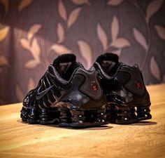 Unisex Fashion, Urban Fashion, Mens Fashion, Black Nike Shox, Black Lightning, Fresh Shoes, Confirmation, Shoe Game, Ikon