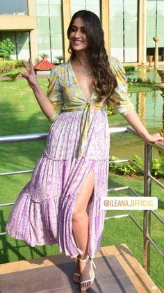 Indian Bollywood Actress, Indian Actress Hot Pics, Indian Actresses, Beautiful Girl Indian, Most Beautiful Indian Actress, Beautiful Girl Image, Indian Celebrities, Bollywood Celebrities, Bollywood Style Dress