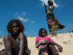 """yagazieemezi: """" First Australians In Australian media, there is no shortage of coverage of the Aboriginal population. And, according to photographer Amy Toensing, the coverage is not always. Aboriginal Children, Aboriginal Dreamtime, Aboriginal People, People Around The World, Around The Worlds, Australian Aboriginals, New Explorer, Aboriginal Culture, Lisa"""