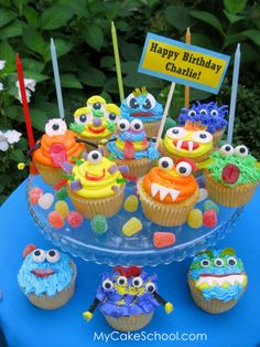 Monster cupcakes for a monster party! Monster Party, Monster Cupcakes, Monster Birthday Parties, Monster Muffins, Little Monster Birthday, Birthday Ideas, Cute Cupcakes, Cupcake Cookies, Monster Baby Showers