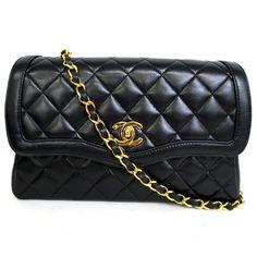 【中古】CHANEL(シャネル) マトラッセ チェーン ショルダーバッグ ココマーク ポーチ付 ラムスキン ブラック ゴールド金具/通常のチェーンバッグよりも曲線が多いデザイン。女性らしい上品な印象が漂い豪華さを感じさせるエレガント感溢れる贅沢な逸品です。/新品同様・極美品・美品の中古ブランドバッグを格安で提供いたします。