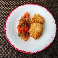 Essa receita italiana de antepasto é excelente para quem leva um estilo de vida low carb. Você pode servir acompanhado de uma saladinha de tomates com manjericão, fica perfeito! Ingredientes: 300 g…