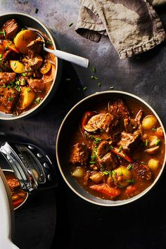 This slow cooker classic beef stew recipe incorporates boneless chuck roast, mushrooms, red onion, carrots, garlic, dry red wine, thyme, bay leaves, potatoes and chives to create the ultimate comfort food meets fall recipe. Whether you're looking to eat this beef stew as a cozy fall dinner or pack it up as a fall lunch, it's a great choice for a comfort food recipe. #comfortfood #fallrecipes #stewrecipes #beefstew #beefstewrecipes #slowcookerrecipes Best Soup Recipes, Fall Recipes, Wine Recipes, Slow Cooker Recipes, Crockpot Recipes, Classic Beef Stew, Stuffed Mushrooms, Stuffed Peppers, Bay Leaves