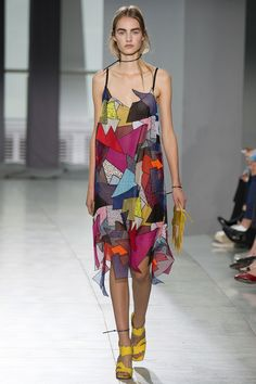 http://3-week-diet.digimkts.com/  My butt is fat  Christopher Kane Spring 2016 Ready-to-Wear Fashion Show