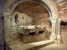SAN MILLÁN DE LA COGOLLA. Monasterio de Suso (siglos VI al XI). Cueva-sepulcral. Patrimonio de la Humanidad por al Unesco. #LaRioja #MonasterioDeSuso #SanMillánDeLaCogolla