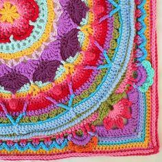 Ravelry: Sophie's Garden pattern by Dedri Uys El proyecto es con más vueltas, pero yo lo he dejado aquí y lo he enmarcado. Ha quedado superbonito en mi salón!